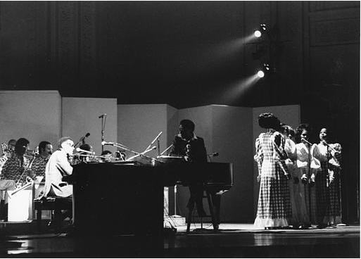 Concert+-+Ray+Charles,+Orchestra,+Raelettes,+James+Baldwin,+Carnegie+Newport+-+19730701.jpg